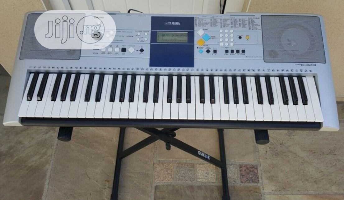 Used Yamaha Psr E323 Electronic Keyboard