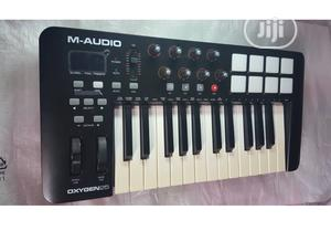 M Audio Oxygen 25 Midi Keyboard UK Used | Musical Instruments & Gear for sale in Lagos State, Ikeja