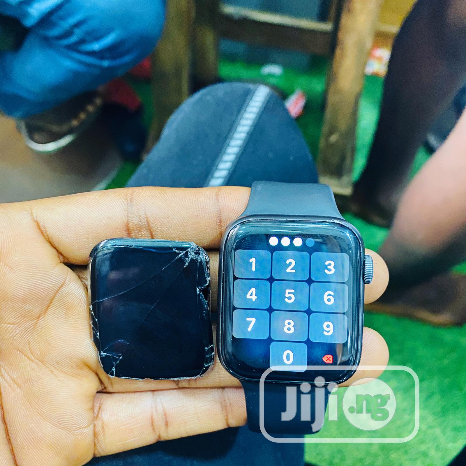 Apple Series 4 44mm Wristwatch Screen | Smart Watches & Trackers for sale in Ikeja, Lagos State, Nigeria