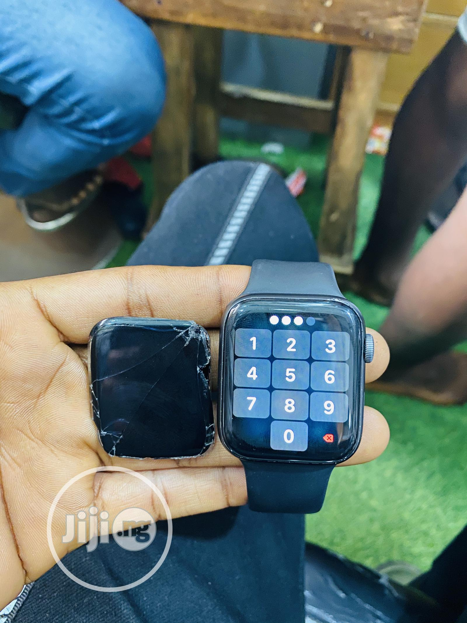 Apple Series 4 44mm Wristwatch Screen