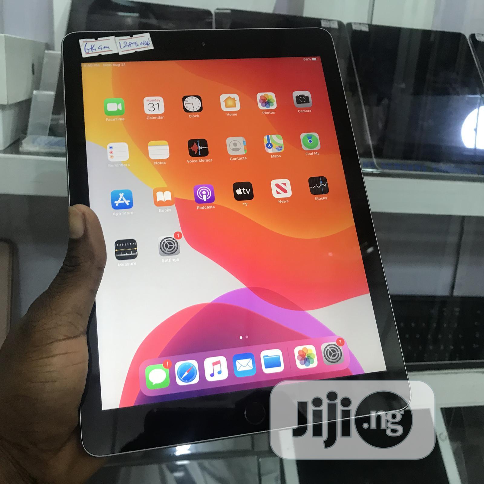 Apple iPad 9.7 128 GB Gray