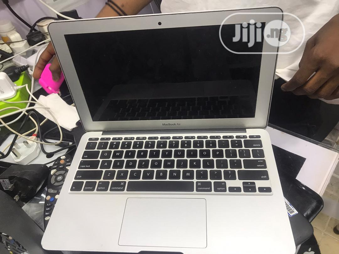 Laptop Apple MacBook Air 4GB Intel Core I5 SSD 60GB