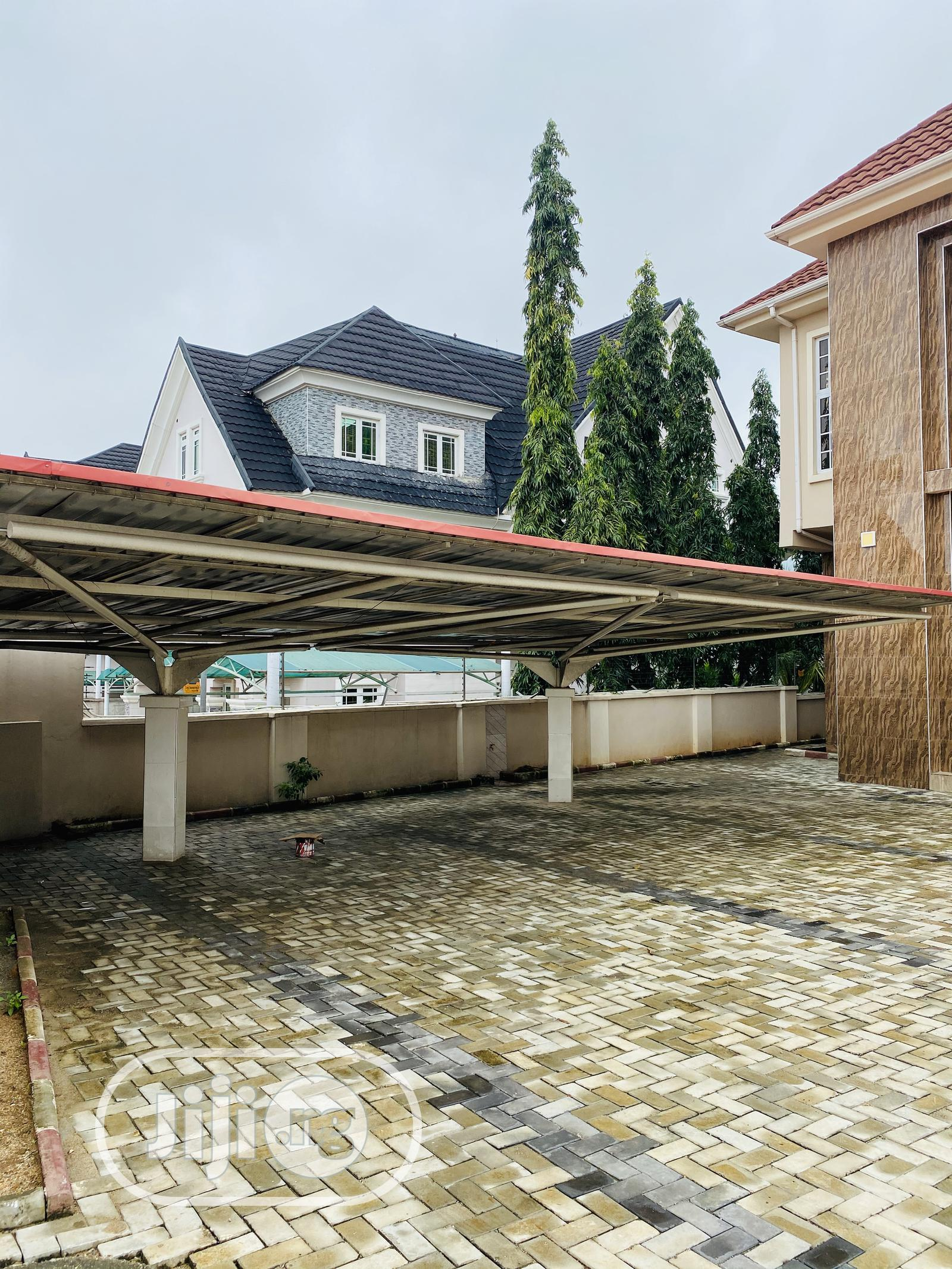 Archive: 5 Bedroom Duplex With Swimming Pool For Sale For 250m