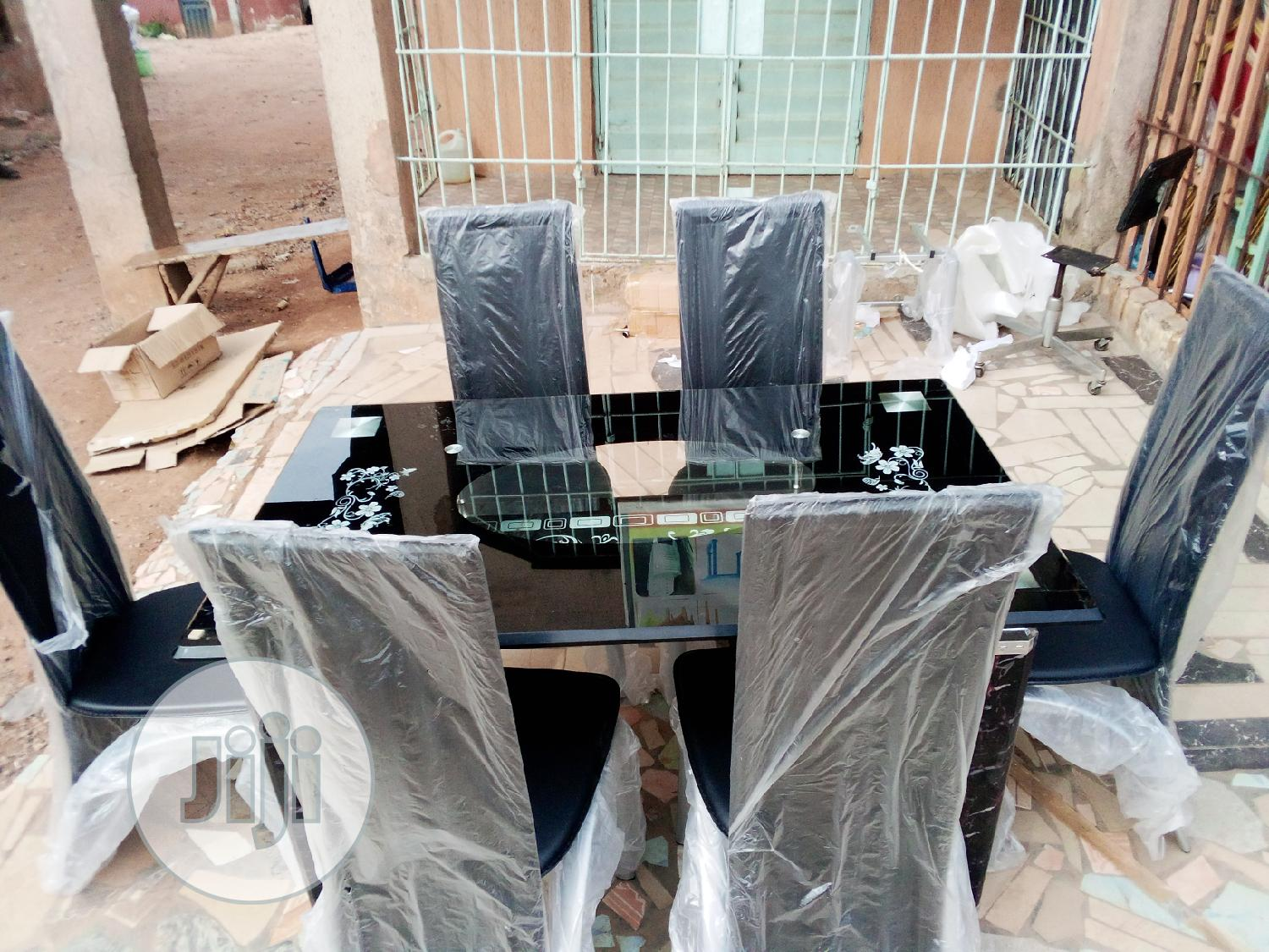4ft Padded Dinning Table With 6chairs