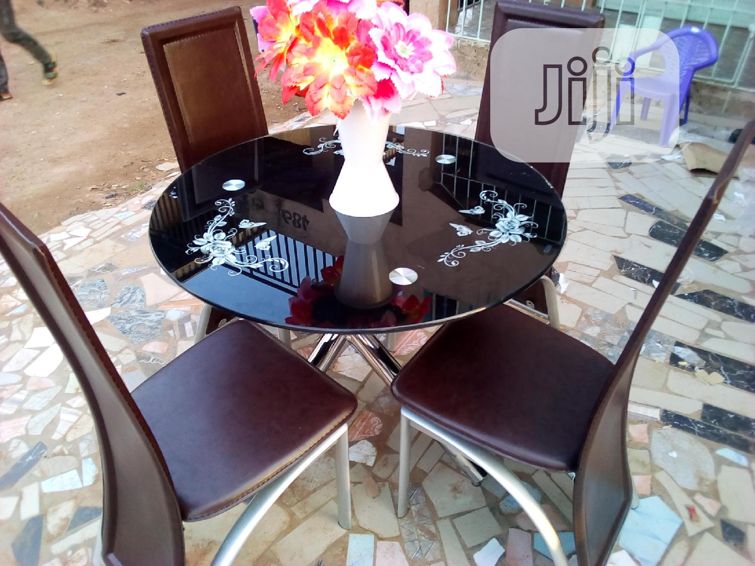 Round Dinning Table With 4chairs