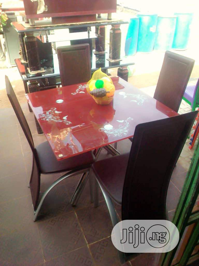 Square Dinning Table With 4chairs