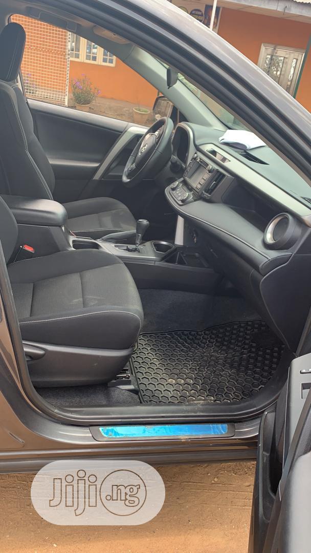 Archive: Toyota RAV4 XLE AWD (2.5L 4cyl 6A) 2016 Gray