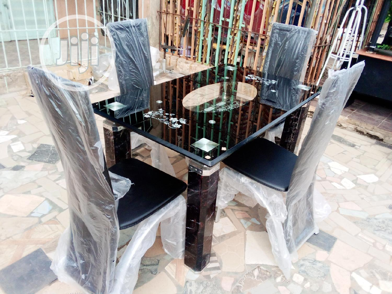 4fit Padded Dinning Table With 4 Chairs