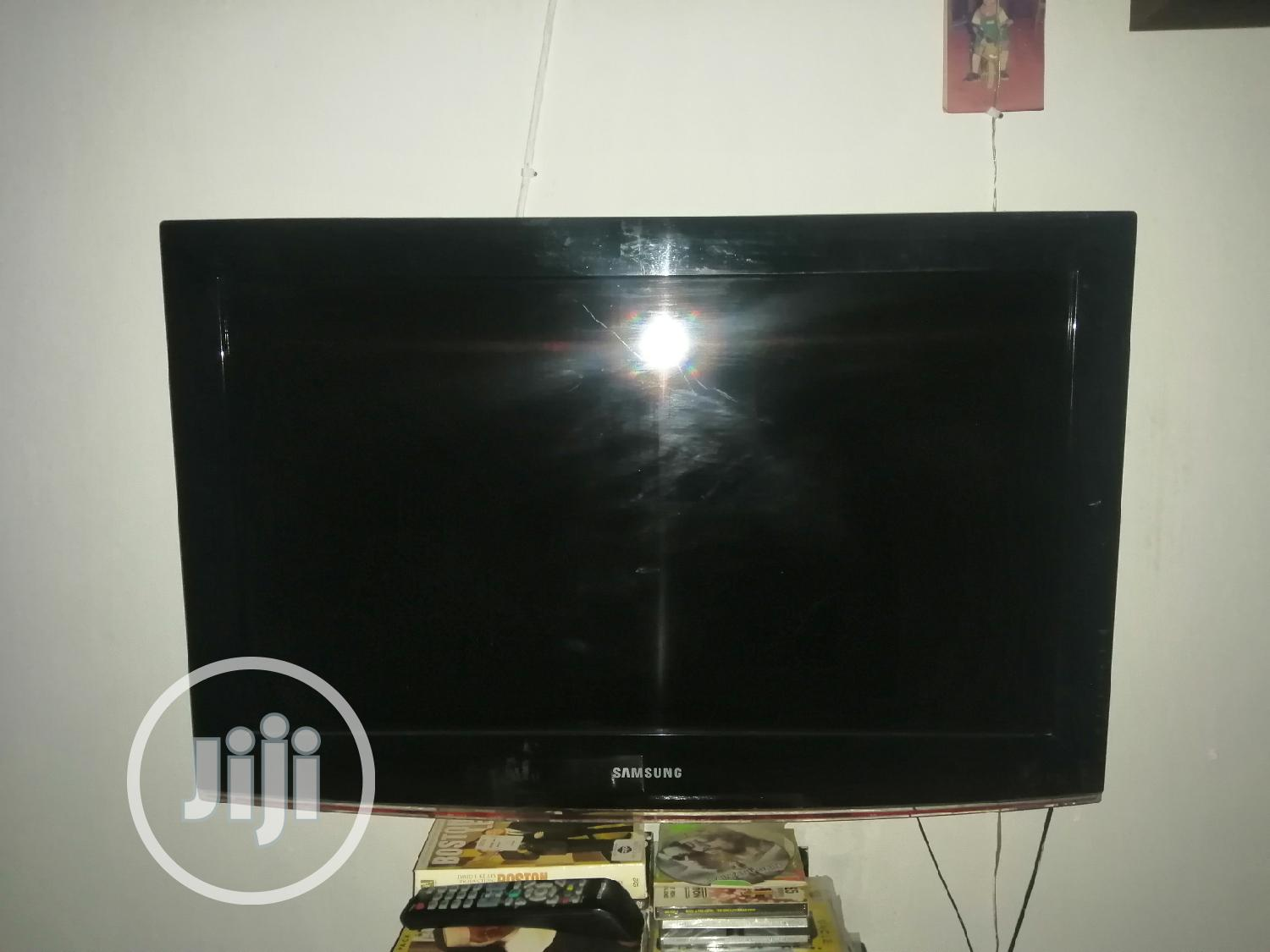 Archive: 32inches Samsung LCD Television