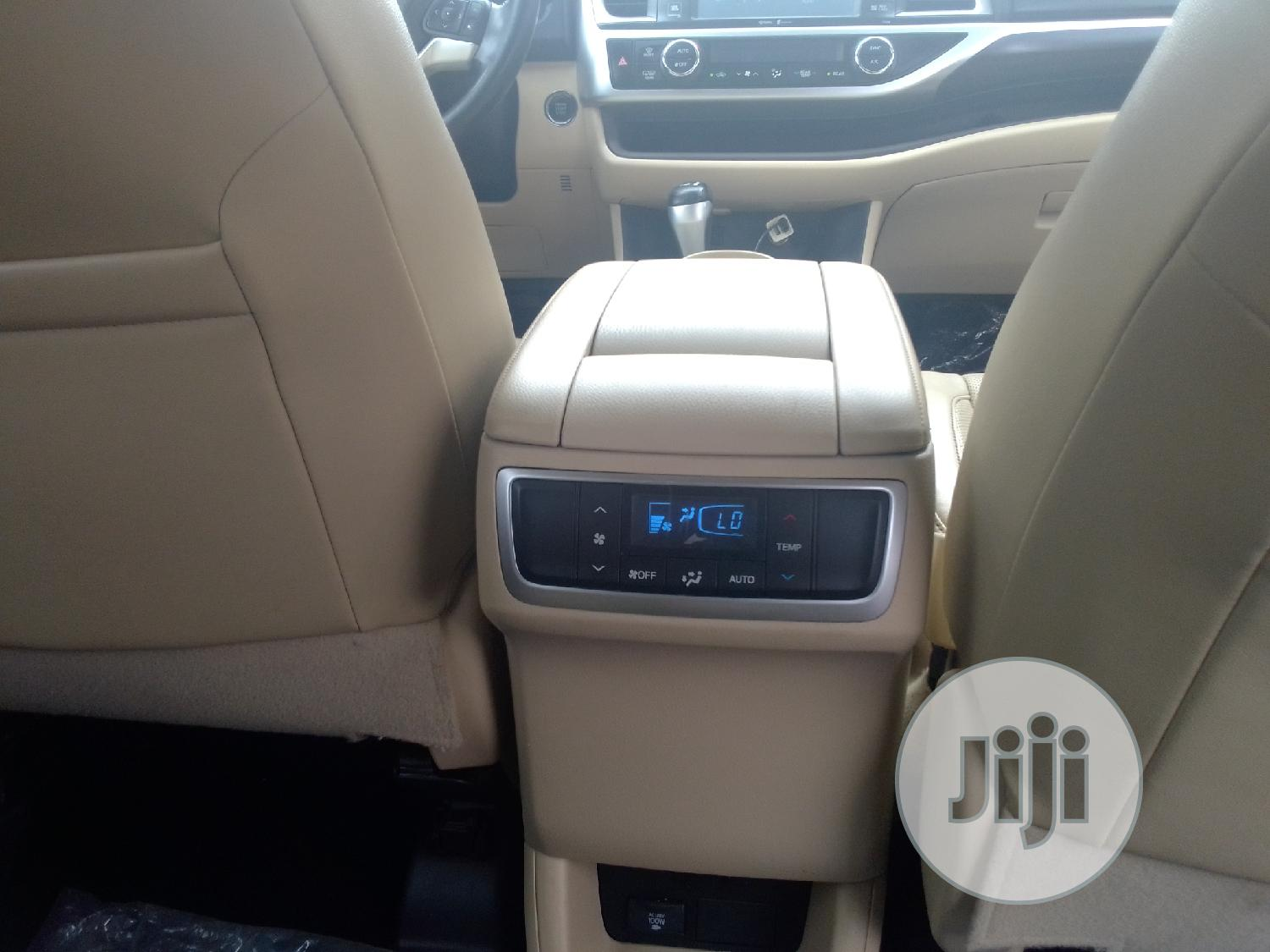 Toyota Highlander 2014 White   Cars for sale in Surulere, Lagos State, Nigeria
