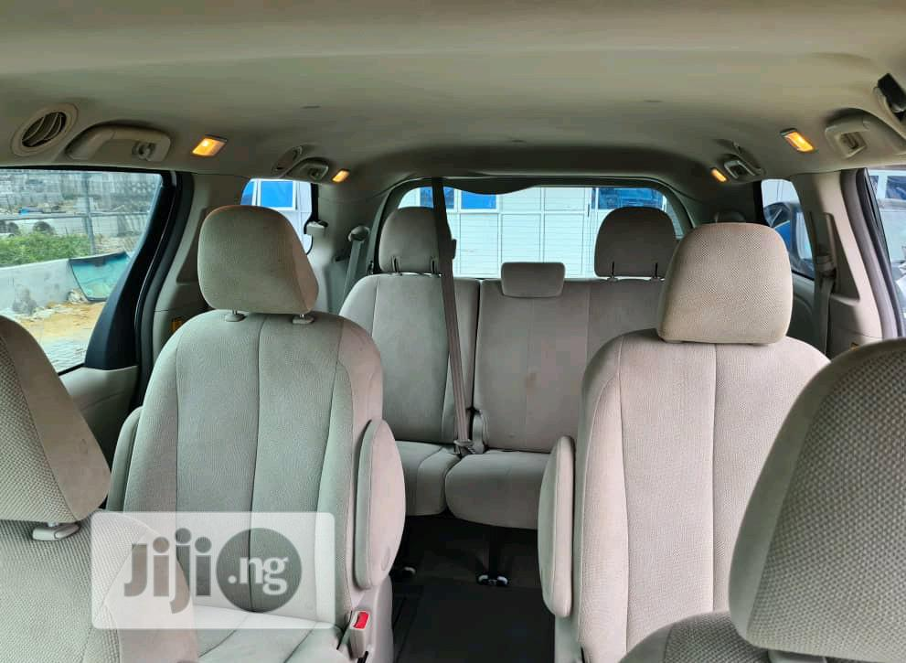 Toyota Sienna LE AWD 7-Passenger 2013 White | Cars for sale in Lekki, Lagos State, Nigeria