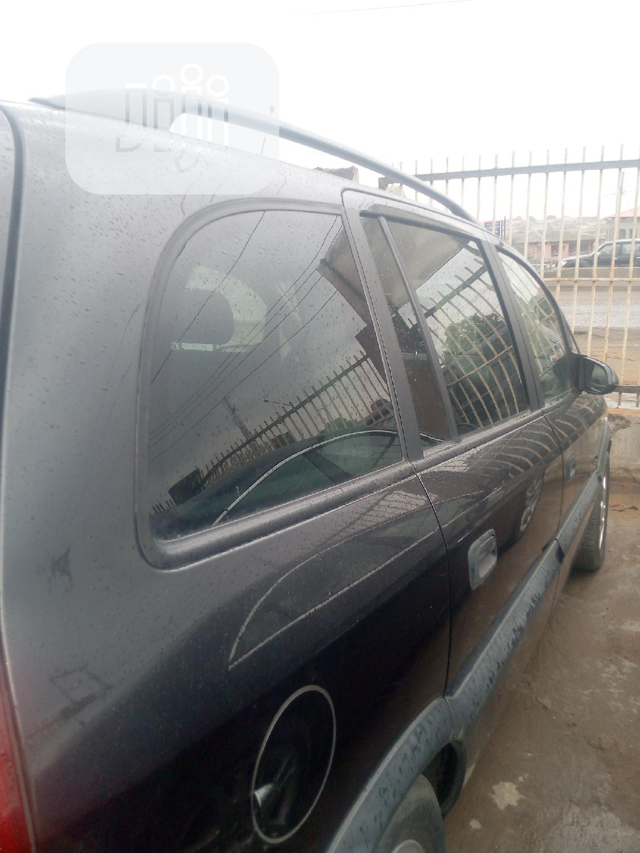 Archive: Opel Zafira 2002 Black