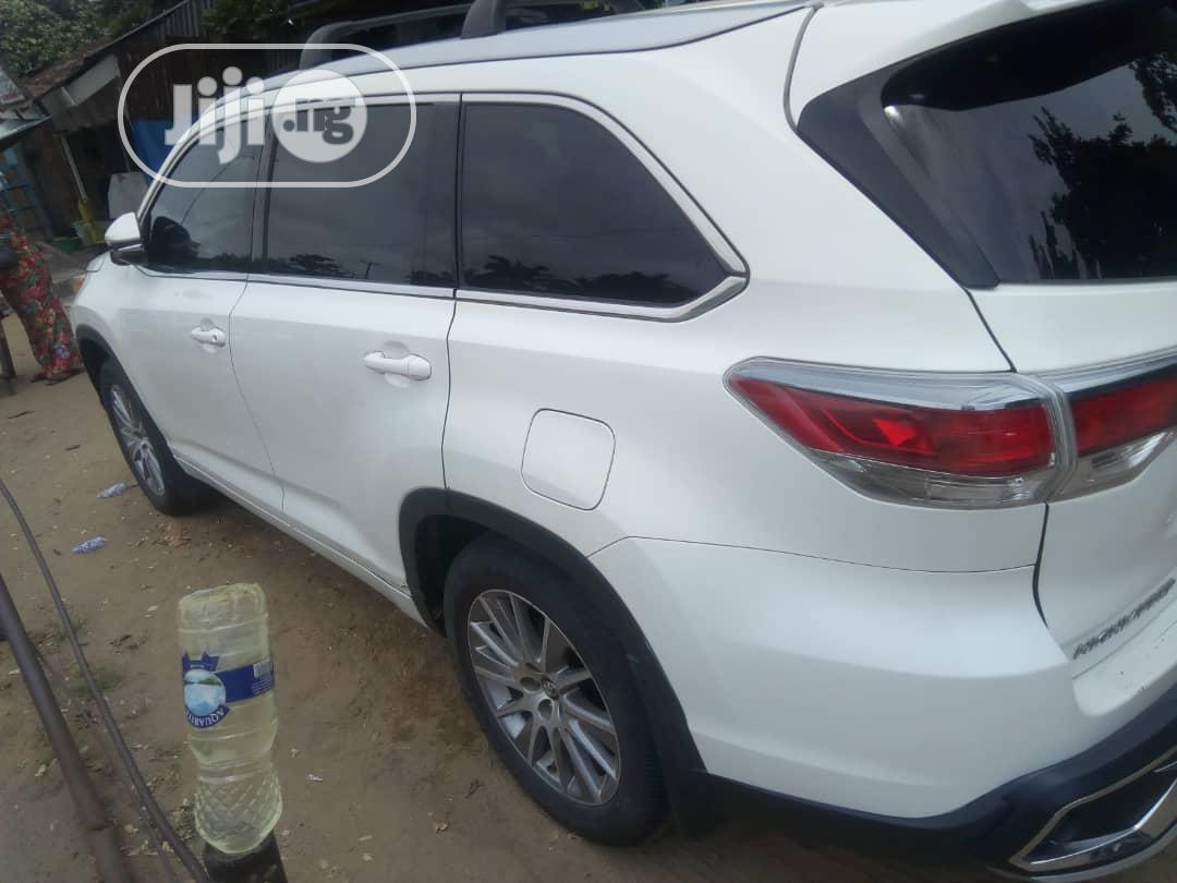 Toyota Highlander 2017 White   Cars for sale in Amuwo-Odofin, Lagos State, Nigeria