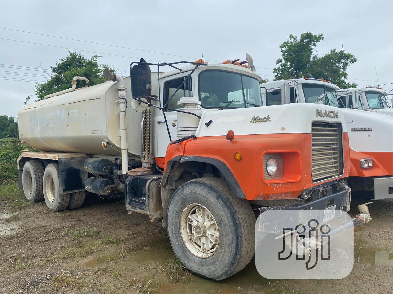 New Arrival Water Tanker Mack Ten Tyres Truck 20000 Litres