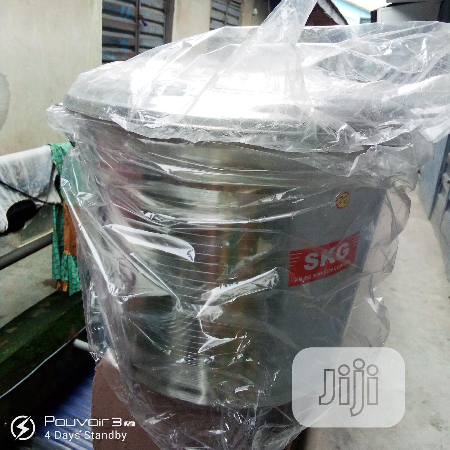Stainless Steel Bucket With Cover 20 Litters