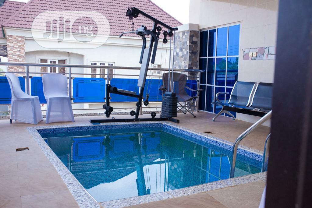 Superb 5bedroom Detached Duplex 2 Blocks of 2bedroom Flats | Houses & Apartments For Sale for sale in Enugu / Enugu, Enugu State, Nigeria