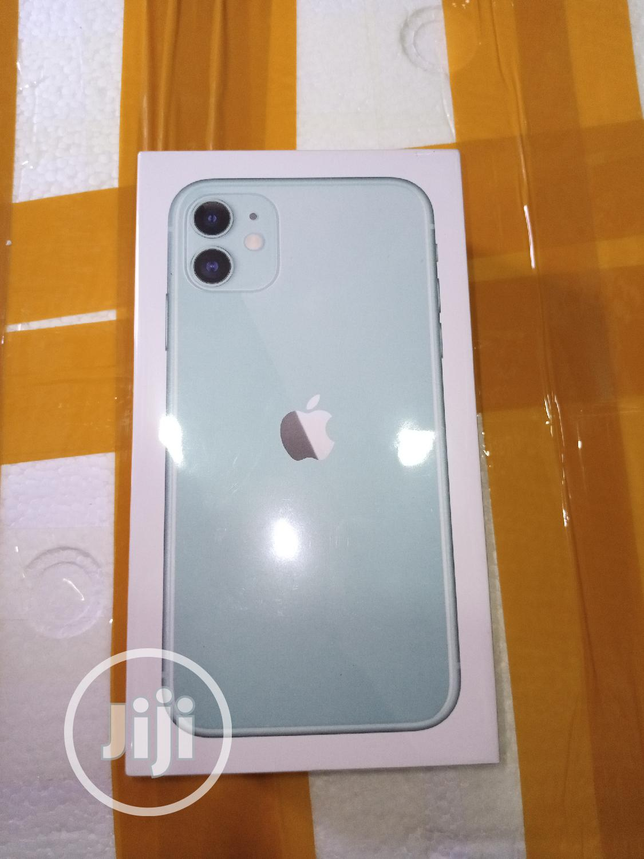 New Apple iPhone 11 64 GB Green