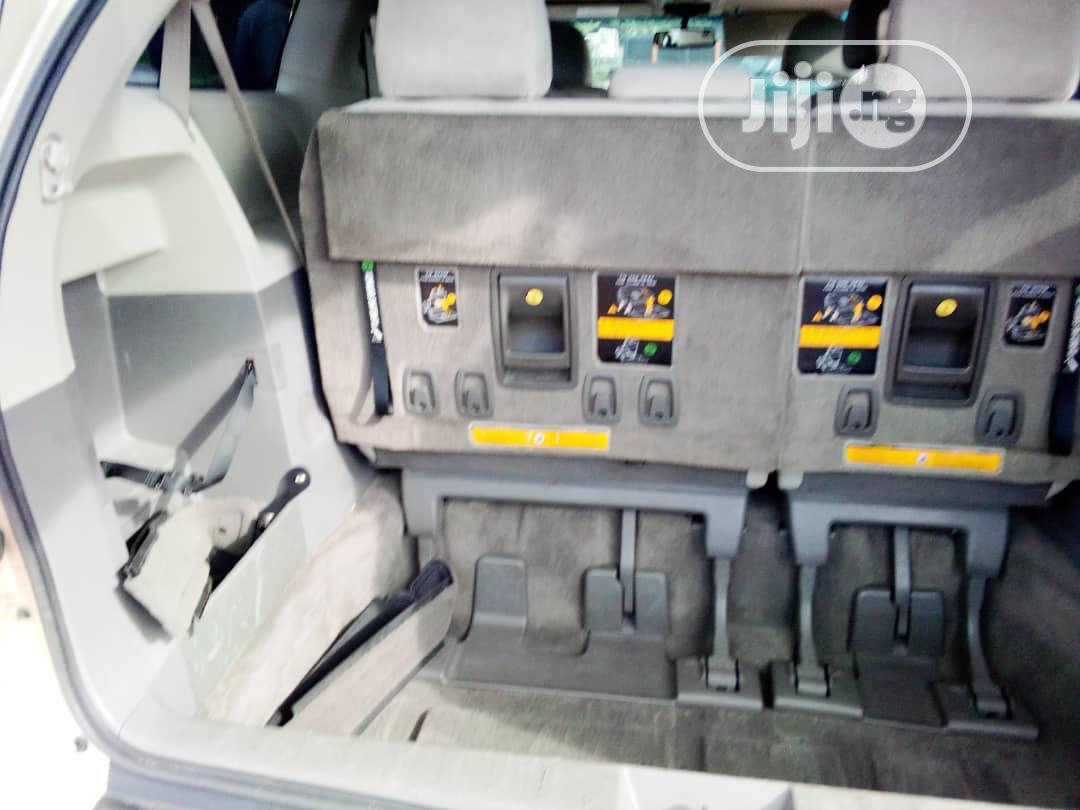 Toyota Sienna 2012 XLE 8 Passenger Gold | Cars for sale in Benin City, Edo State, Nigeria