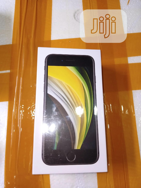 New Apple iPhone SE 64 GB Yellow