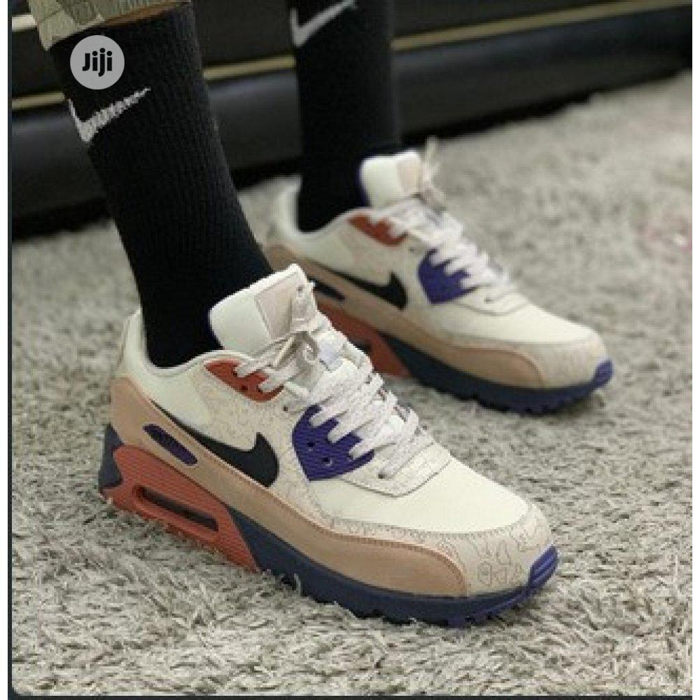 Archive: Airmax 90 Sneaker - Nike D111