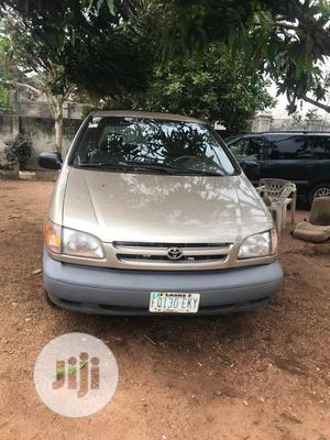 Toyota Sienna 2001 Gold | Cars for sale in Abuja (FCT) State, Kubwa
