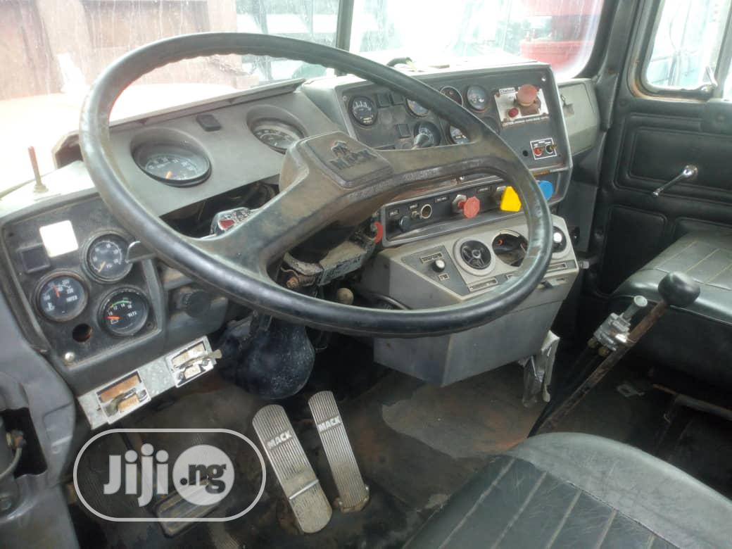 Clean Tokunbo Mack R-Model Valve Liner Tractor for Sale | Heavy Equipment for sale in Amuwo-Odofin, Lagos State, Nigeria