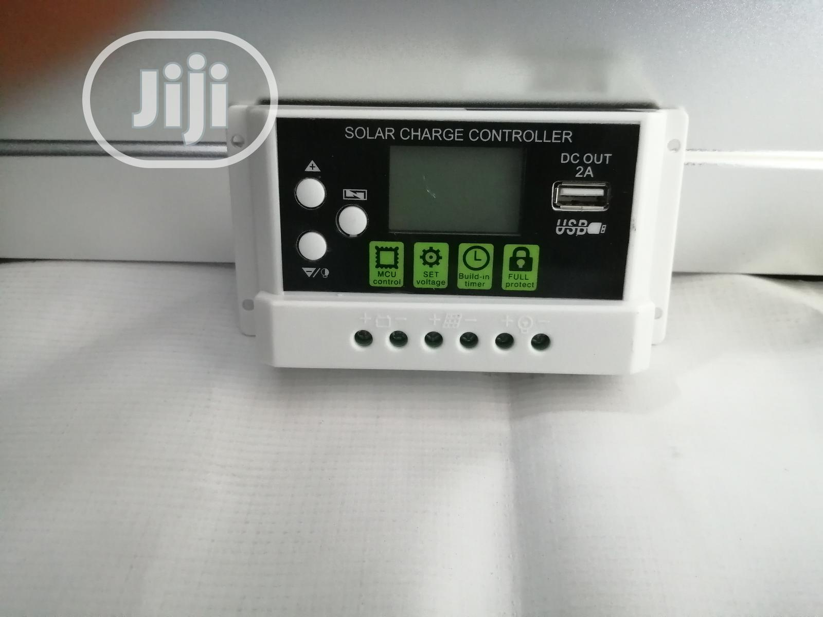 30amps 12V/24V Pwm Charge Controller