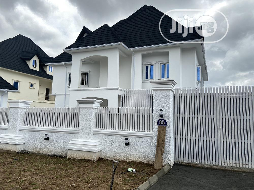 6 Bedroom Fully Detached Duplex, Beautifully Finished With P