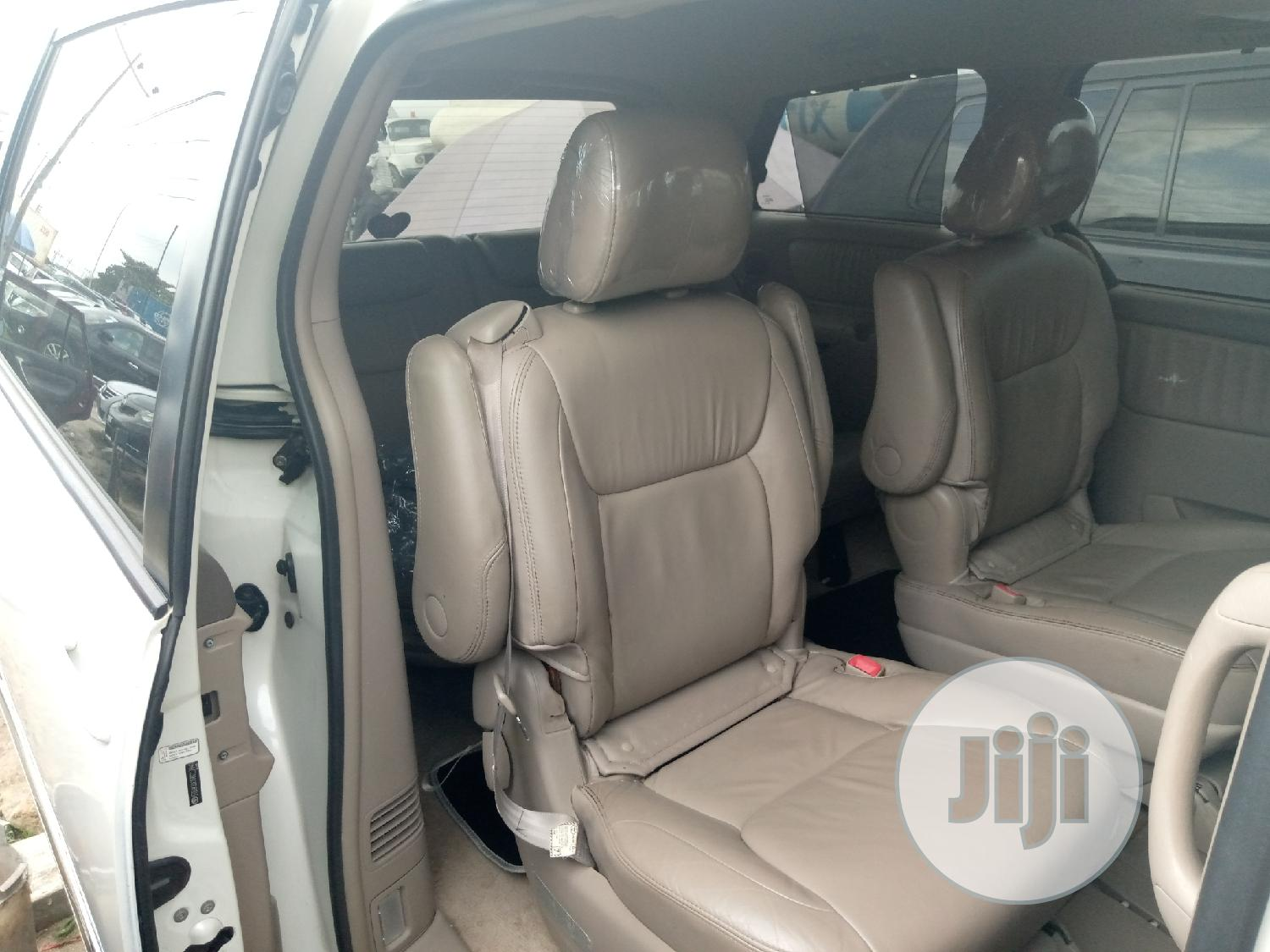 Archive: Toyota Sienna 2009 XLE Limited FWD White