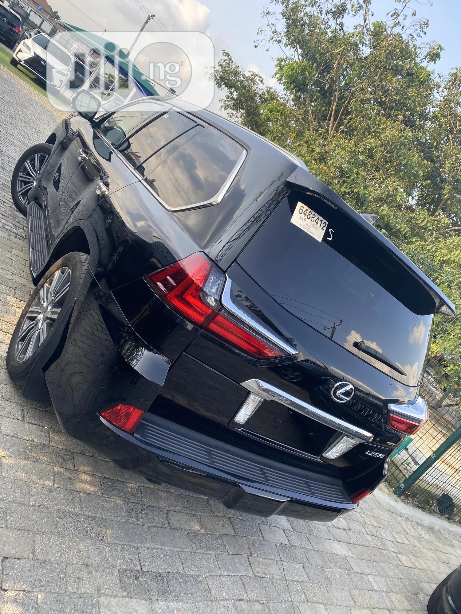 Archive: Lexus LX 2017 570 Base Black