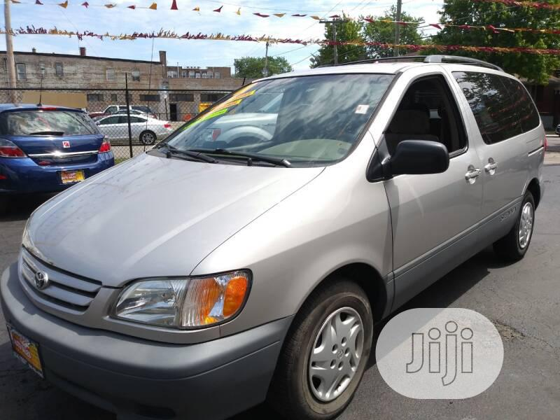 Toyota Sienna 2003 LE Gold