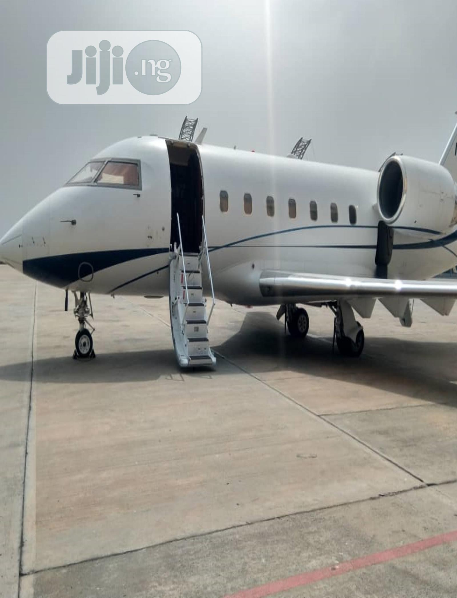 Archive: 2001 Bombardier Challenger 604 Jet