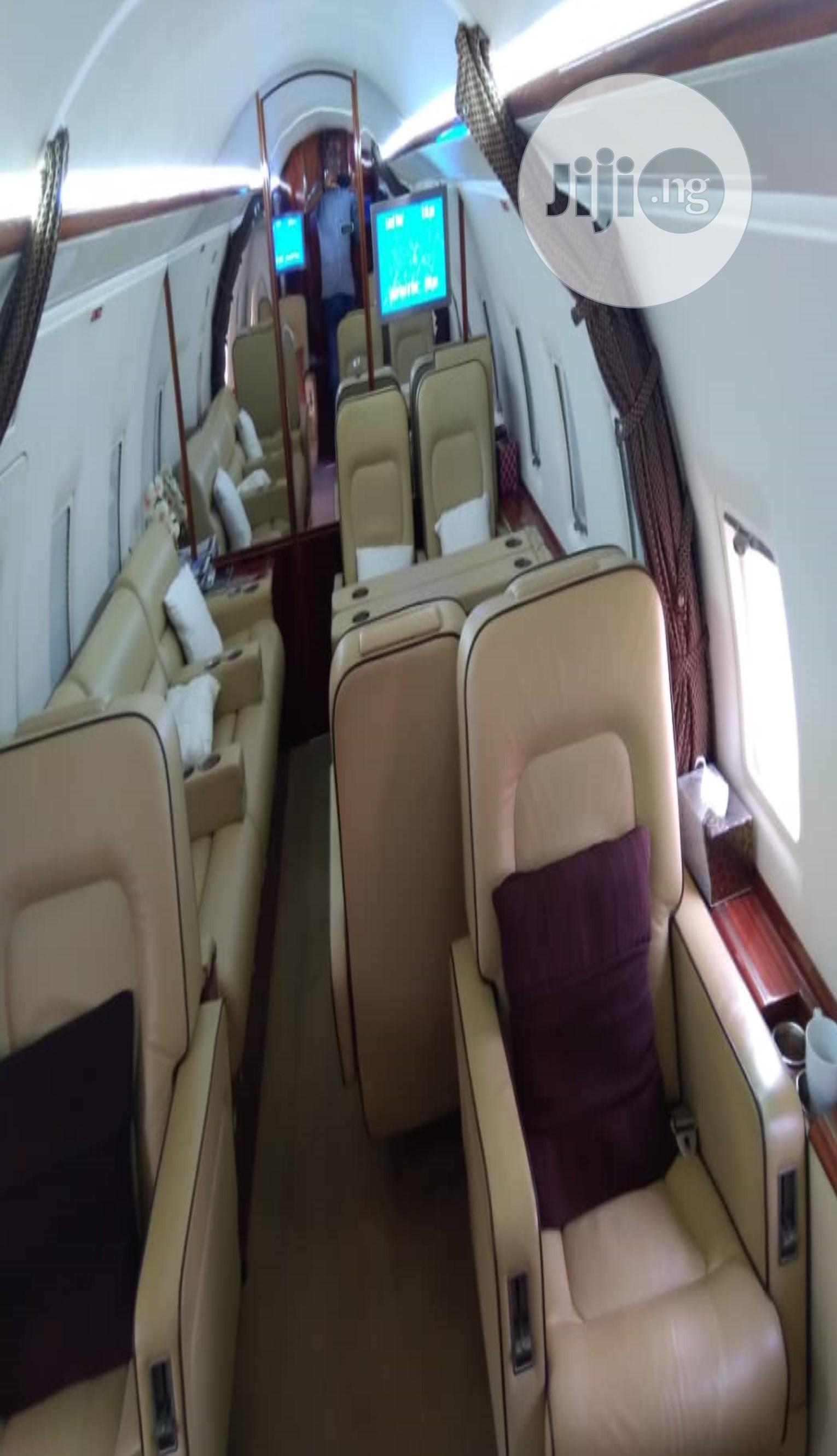 Archive: Bombardier Challenger 604 Airport
