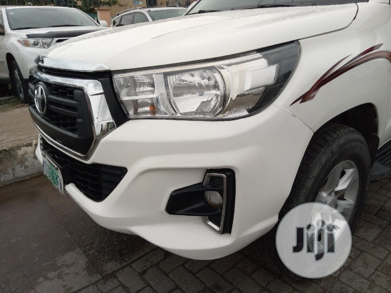 Toyota Hilux 2012 2.7 VVT-i 4X4 SRX White   Cars for sale in Amuwo-Odofin, Lagos State, Nigeria
