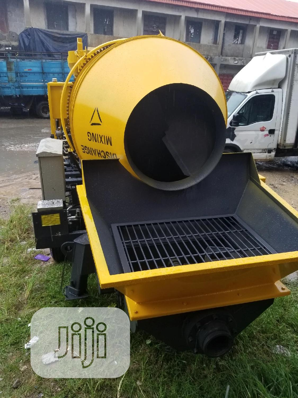 Mobile Concrete Mixer With Concrete Pump