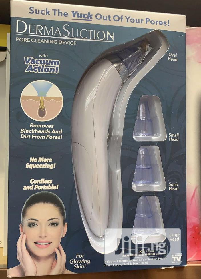 Electric Acne/Pore Cleaning Device With Vacuum Action