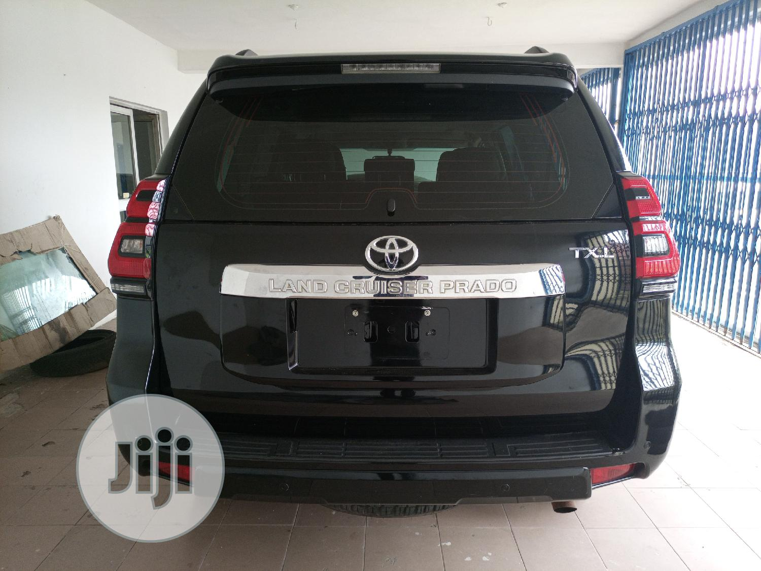 Archive: New Toyota Land Cruiser Prado 2018 GXR Black