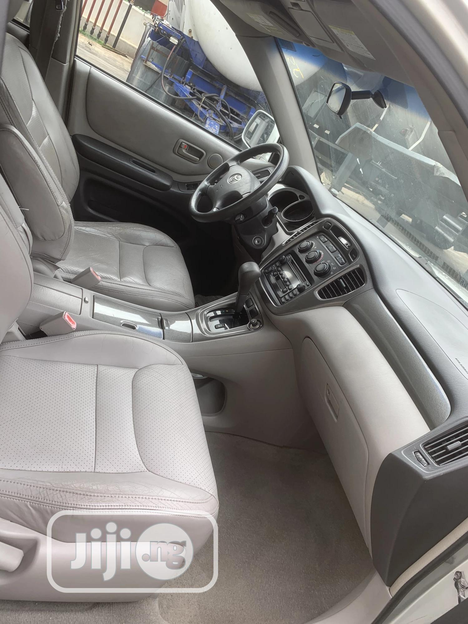 Archive: Toyota Highlander 2003 V6 AWD Silver