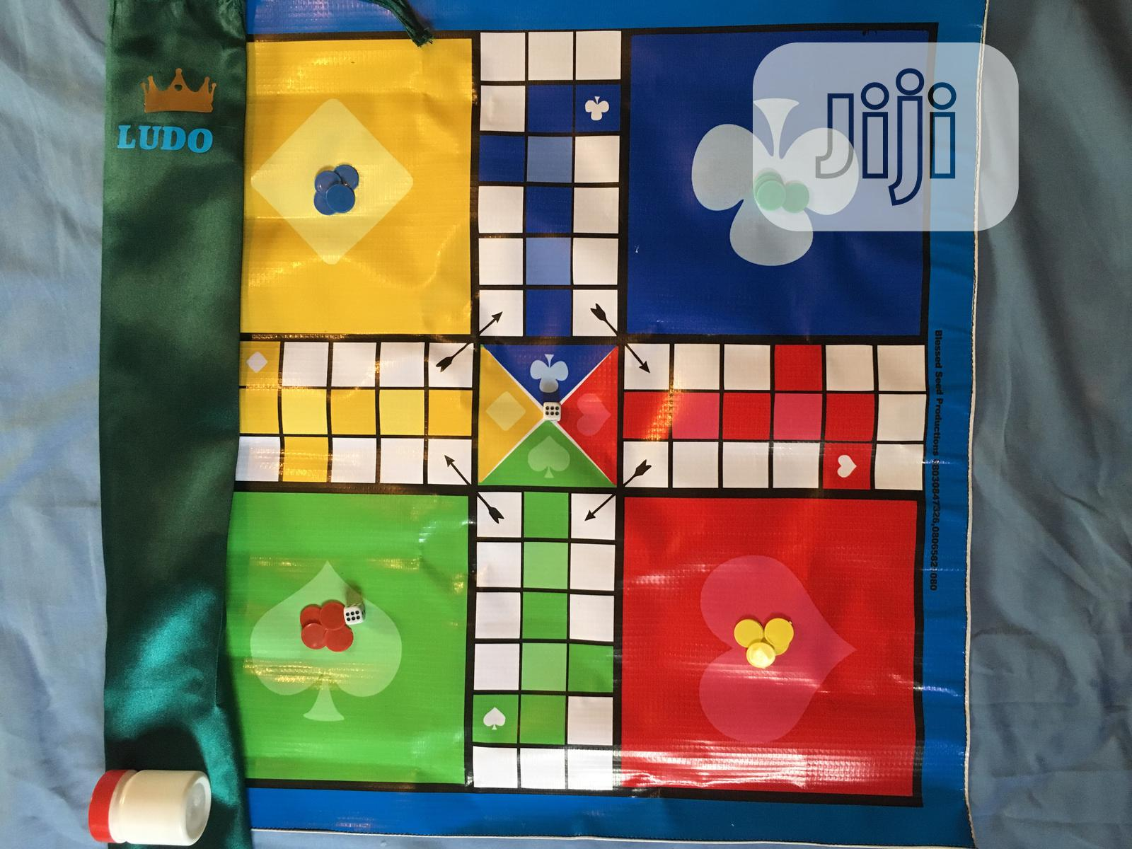 Glassless, Foldable LUDO Game Board