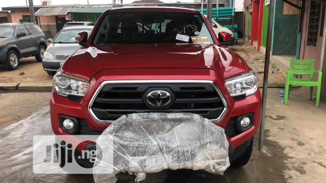 Toyota Tacoma 2018 Red