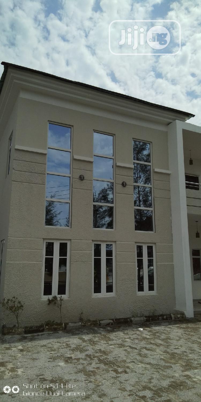 Desirable 5 Bedrooms Detached Duplex With BQ