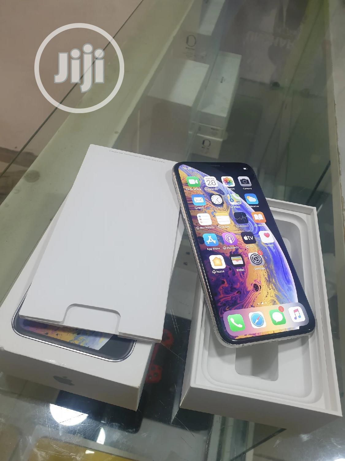 Archive: Apple iPhone XS 64 GB Silver