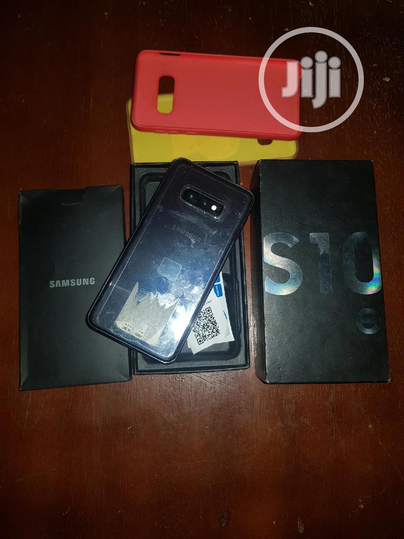 Archive: Samsung Galaxy S10e 128 GB Gray