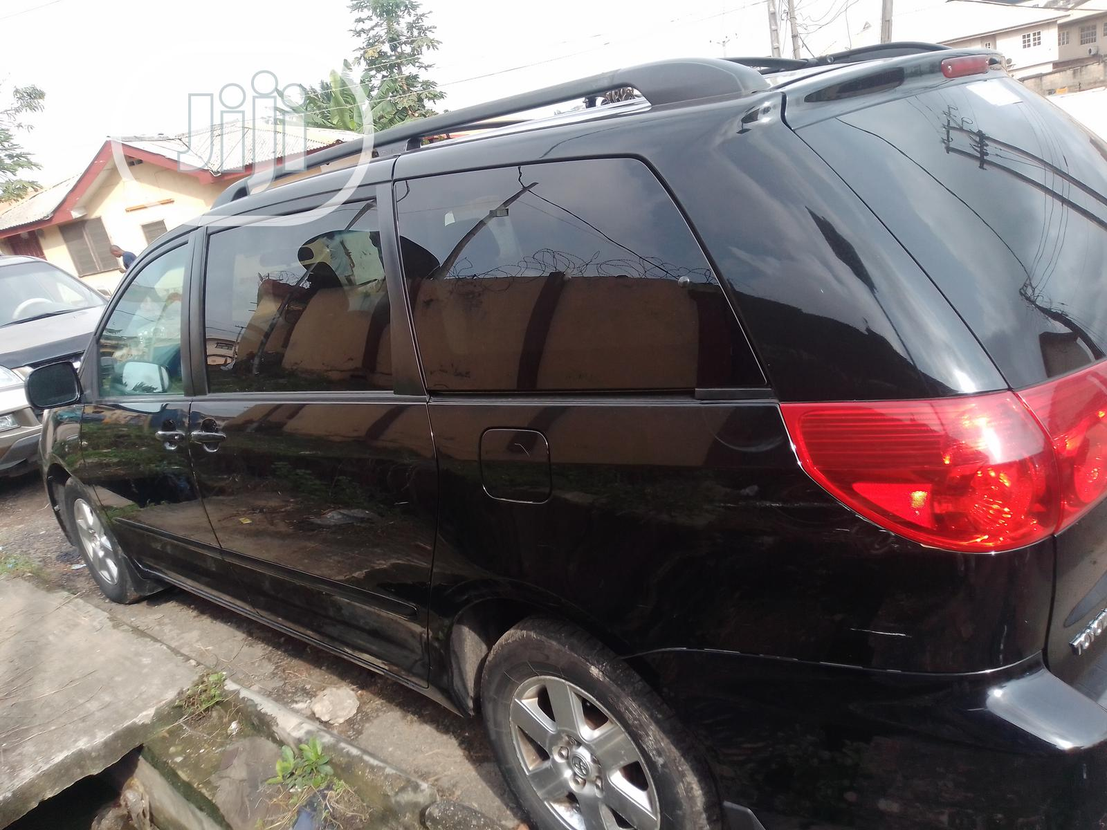 Archive: Toyota Sienna LE 2008 Black