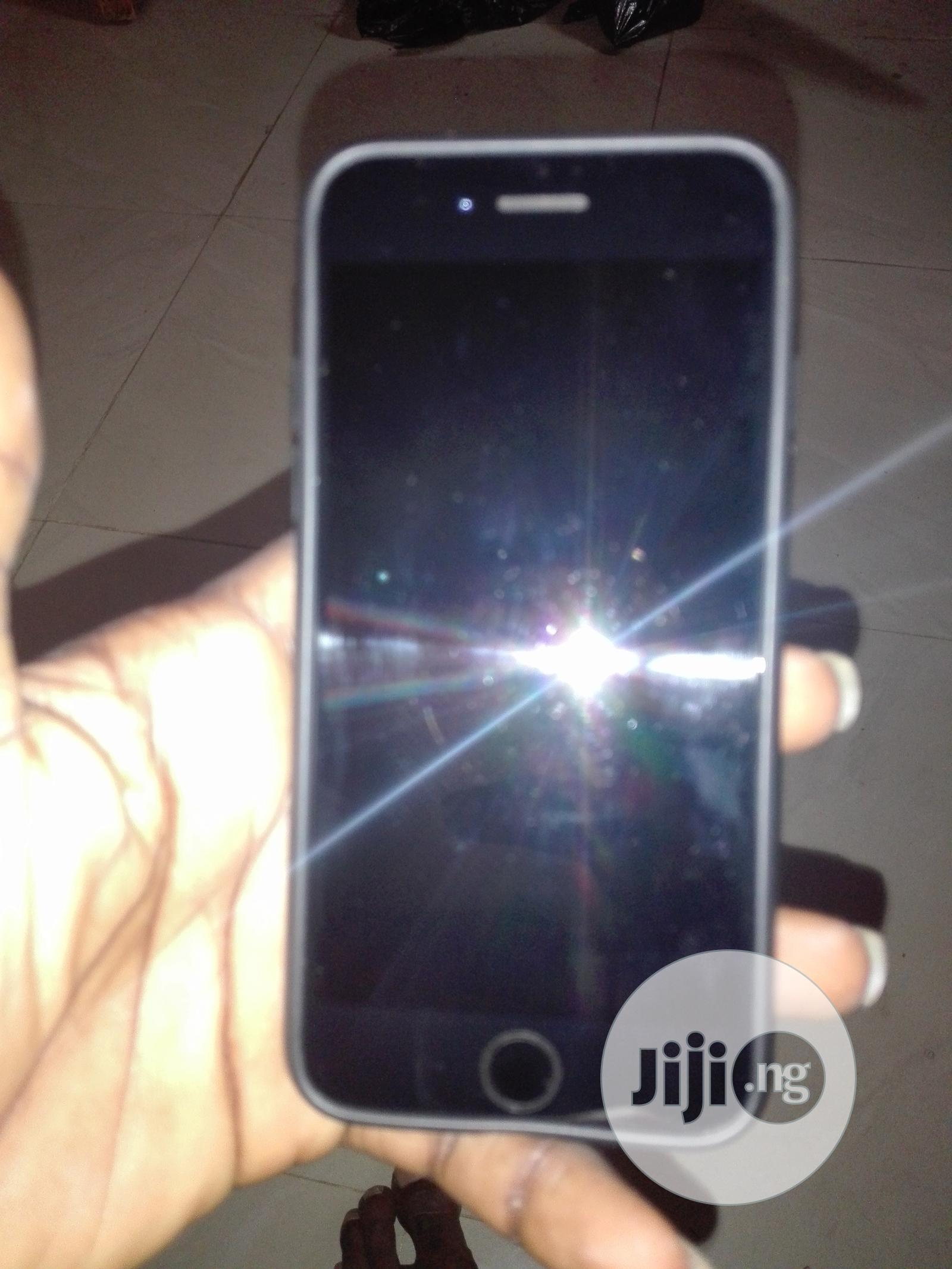 Archive: Apple iPhone 7 32 GB Black