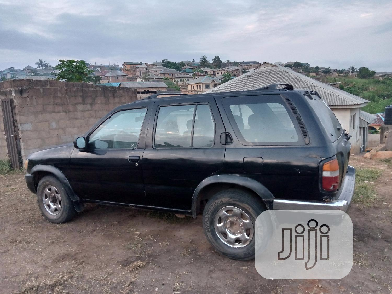 Archive: Nissan Pathfinder 4x4 2018 Black