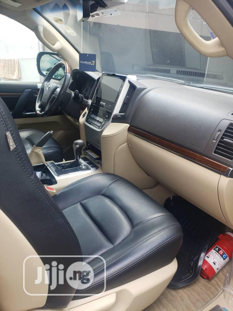 Archive: Toyota Land Cruiser 2016 Black