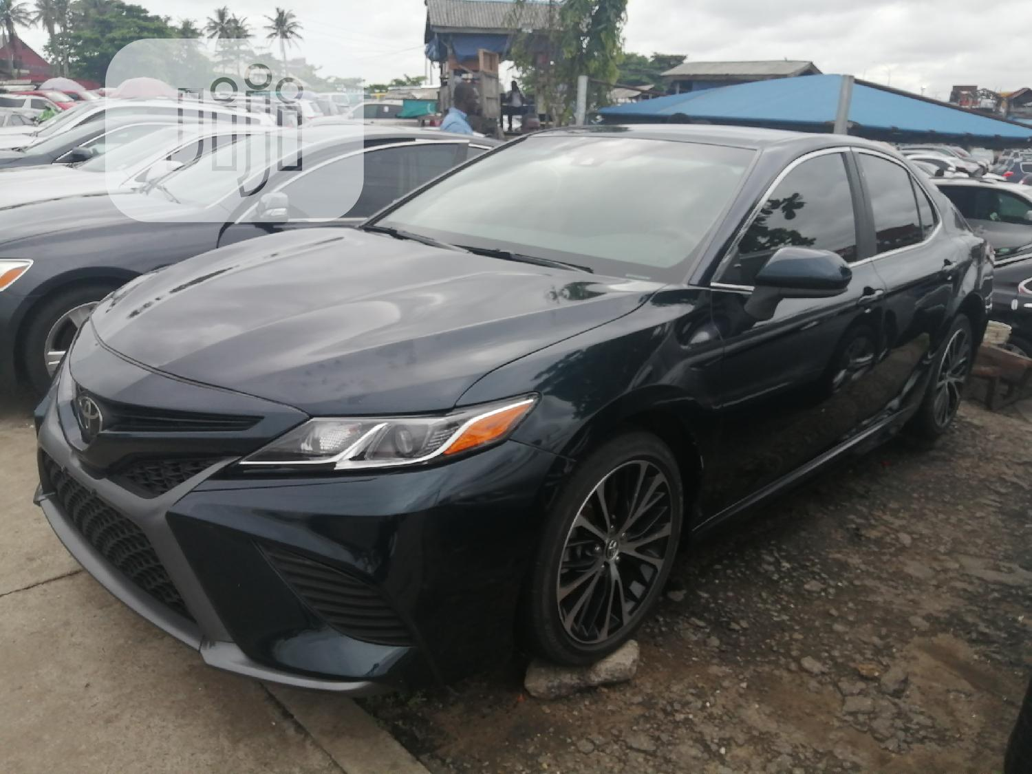 Toyota Camry 2018 SE FWD (2.5L 4cyl 8AM) Green