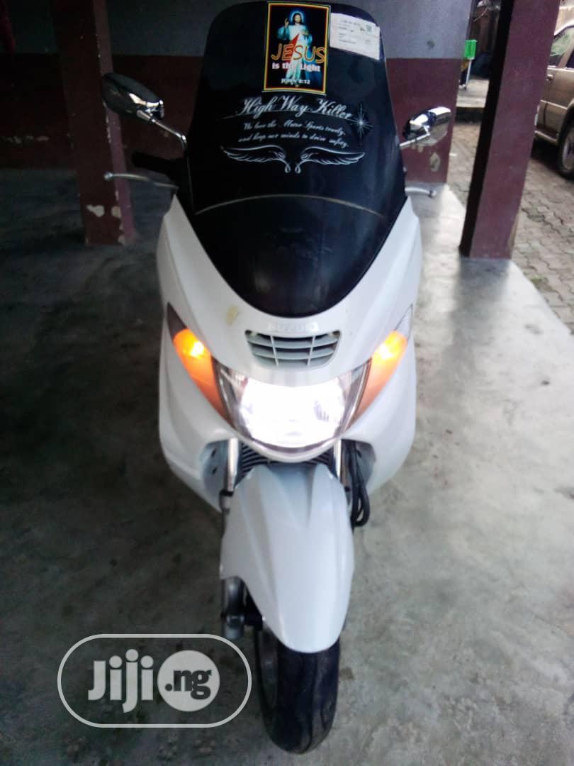 Archive: Suzuki Bike 2016 White