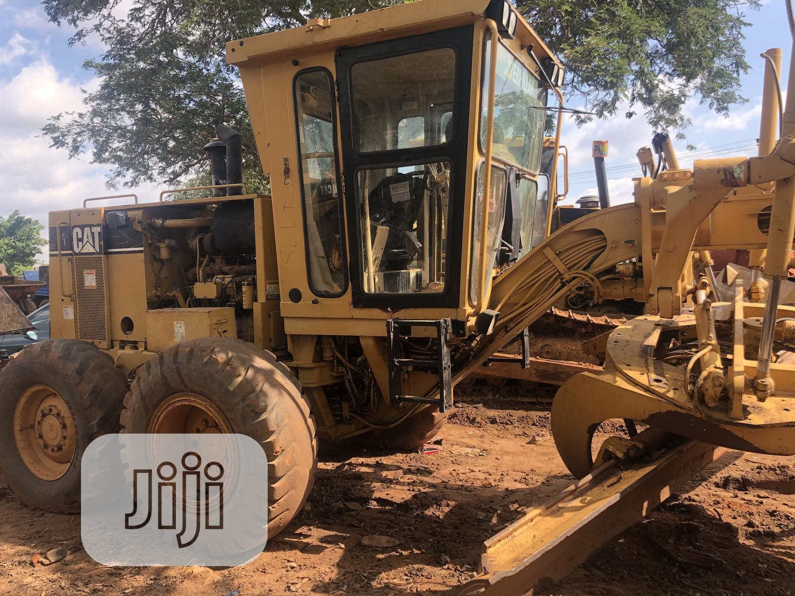 Construction Mechine Graders 2002 | Heavy Equipment for sale in Central Business Dis, Abuja (FCT) State, Nigeria